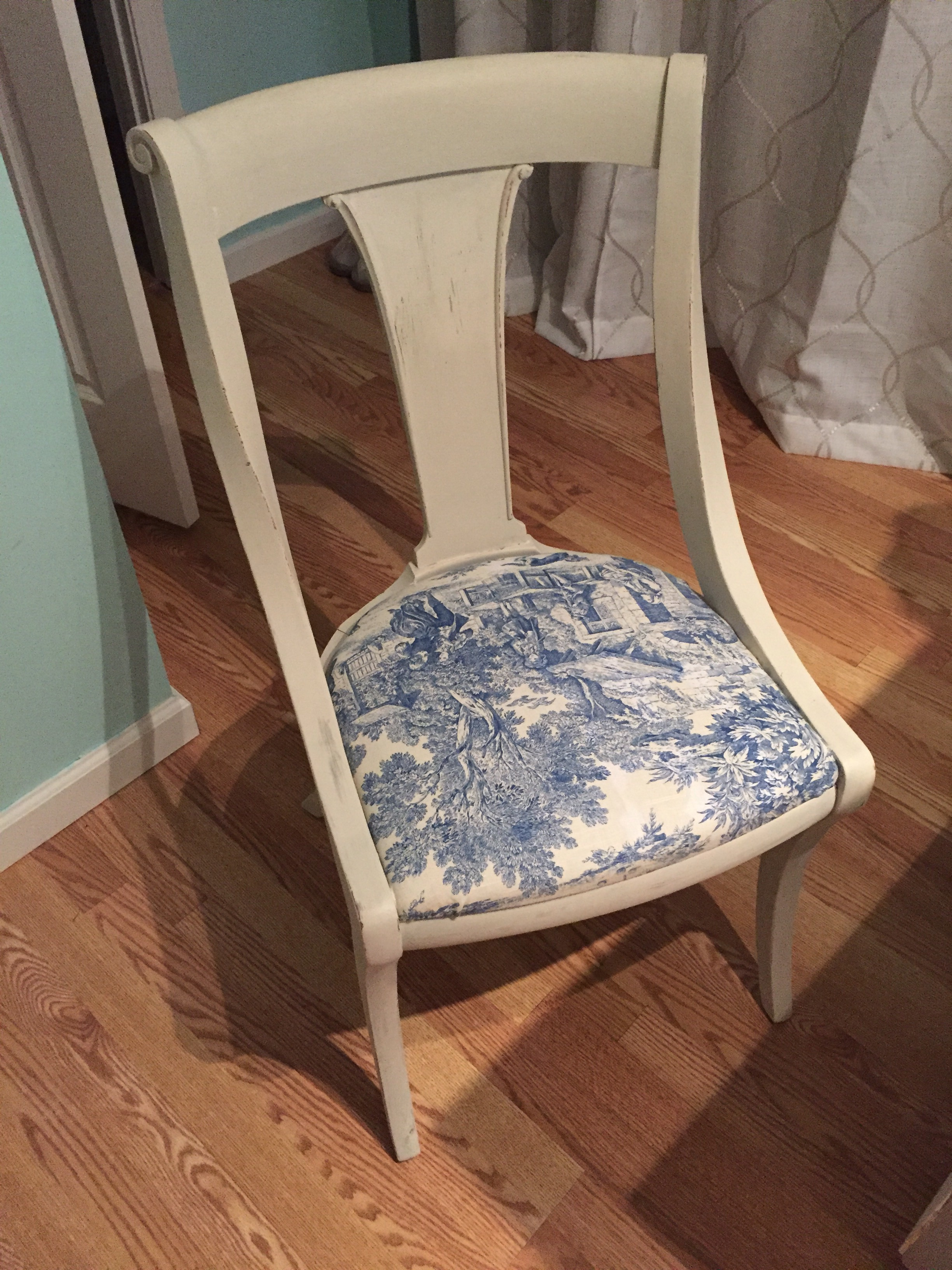 Pleasing How An Old Chair Became French Ct Living Lifestyle Download Free Architecture Designs Scobabritishbridgeorg